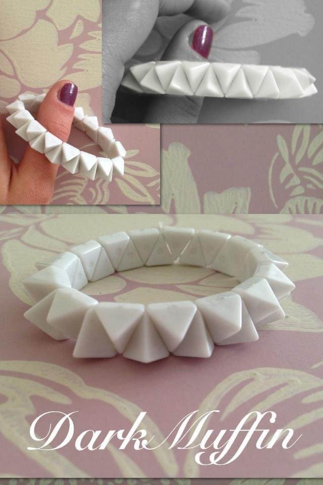 Bracciale elastico borchie bianche triangolari