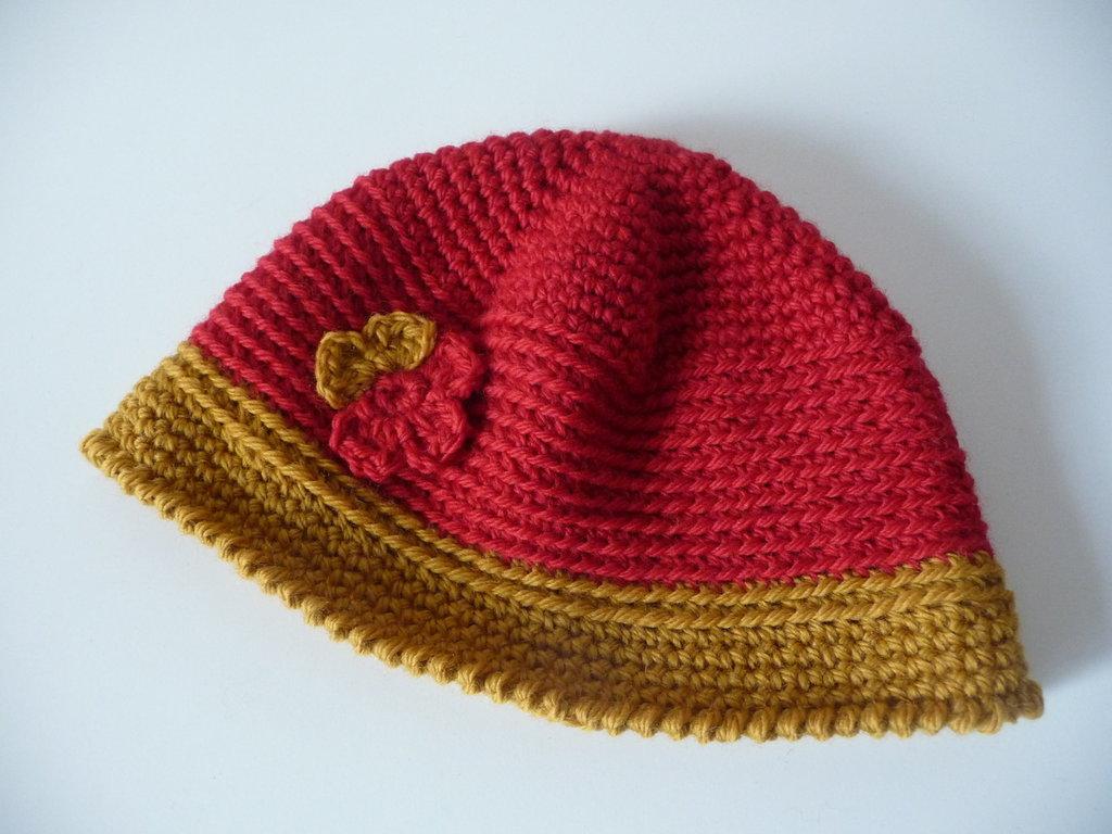 Cappellino lana con fiore