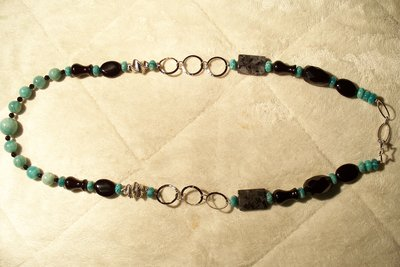 Collana in agata nera e rondelle di turchese africana