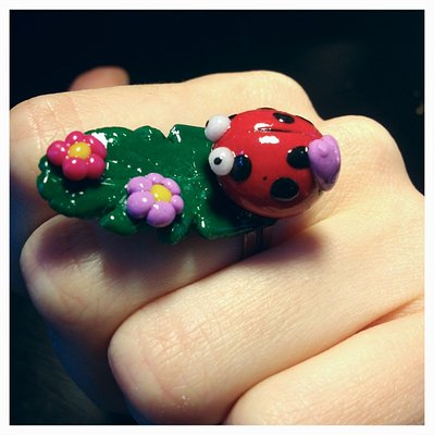 Lovely Lady Bug: Anello cernit fatto a mano.