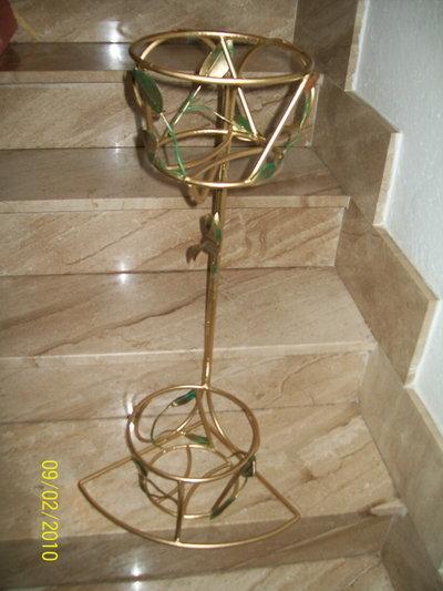 Porta vasi per la casa e per te decorare casa di - Porta vasi in ferro ...