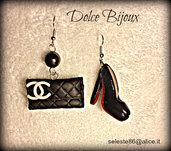 Orecchini pendenti con Pochette Chanel nera e decolletè Louboutin nere bianca patent in miniatura...realizzate a mano in fimo e cernit...