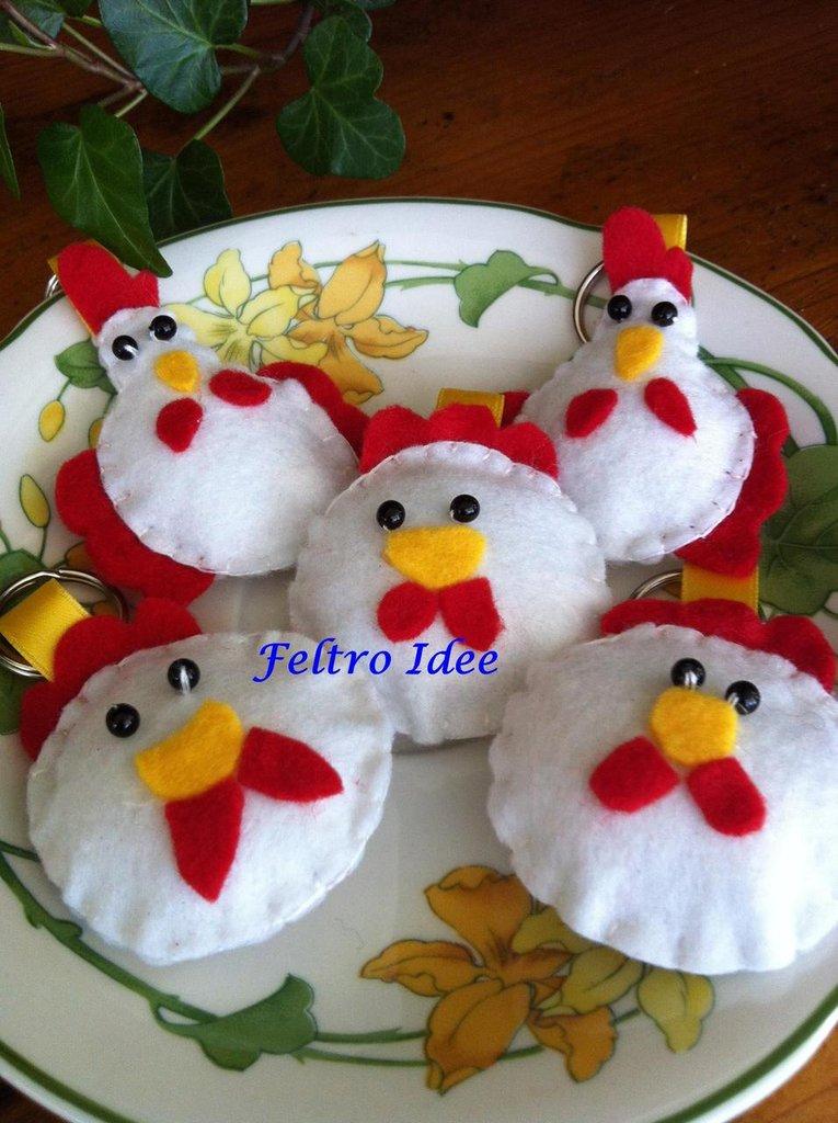 Portachiavi in feltro a forma di galli e galline tutto fatto a mano