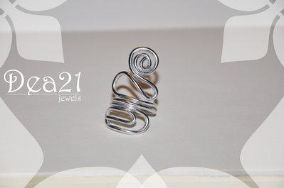 Anello serpentine realizzato con la tecnica wire
