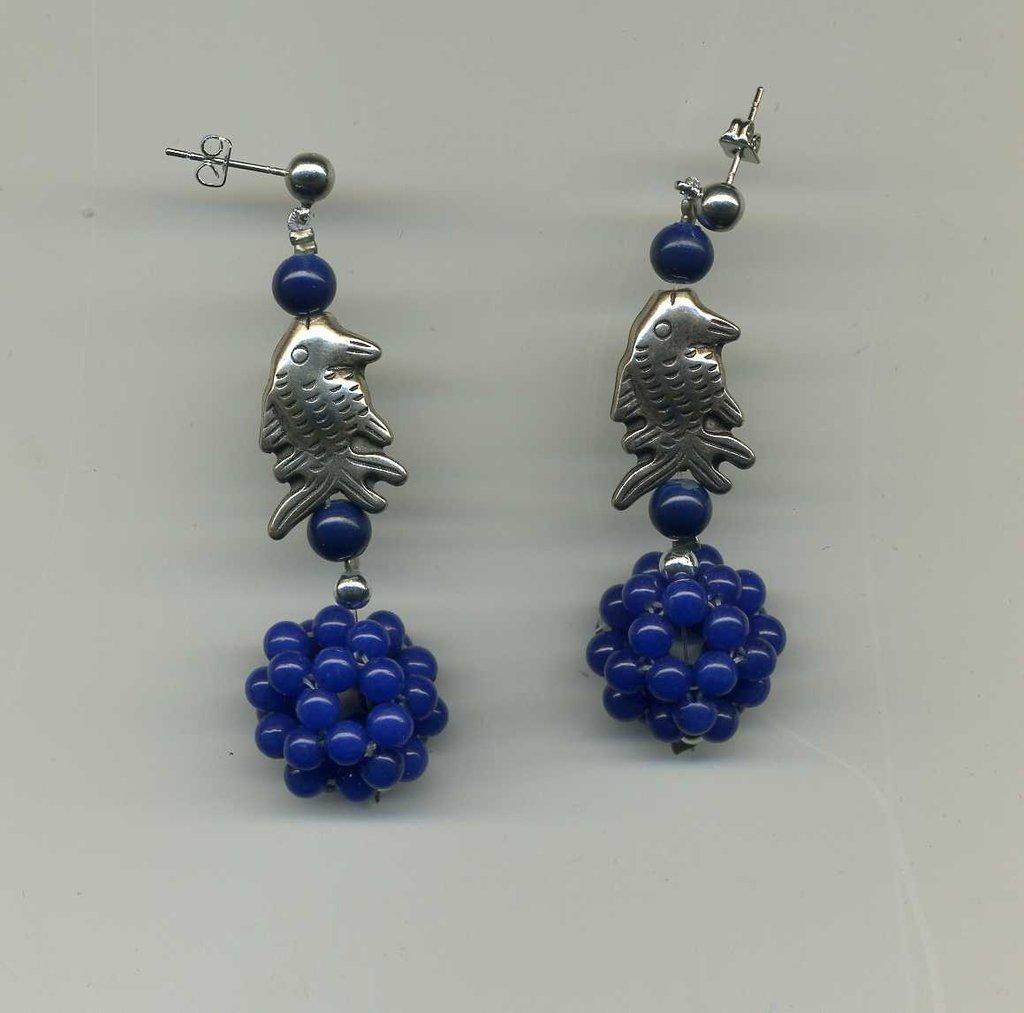 Orecchini con mora in agata blu e pescetto