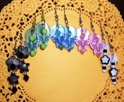 Orecchini pendenti in madreperla - handmade - Fiori e Farfalle^^