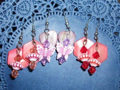 Orecchini pendenti in madreperla 2 - handmade - Fiori e Farfalle^^