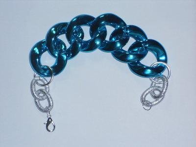 Bracciale con catena in plastica azzurra