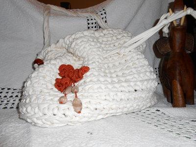 Borsa in fettuccia con dettaglio fiore