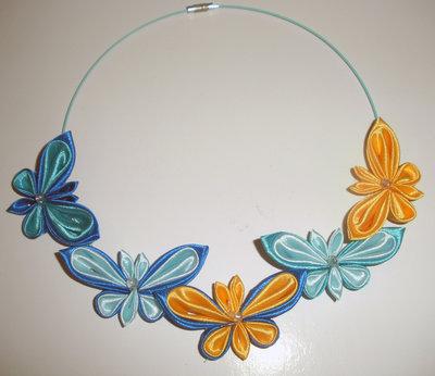 Girocollo kanzashi con farfalle