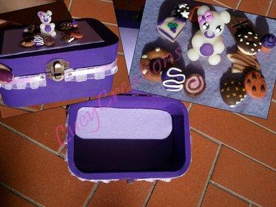 Cofanetto portagioie con orsetto tra i dolci in fimo