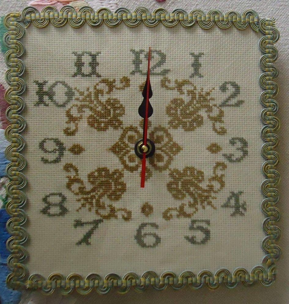 Orologio punto croce gigli per la casa e per te for Orologio punto croce schemi gratis
