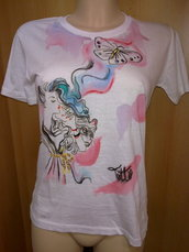 T-shirt ragazza che fuma