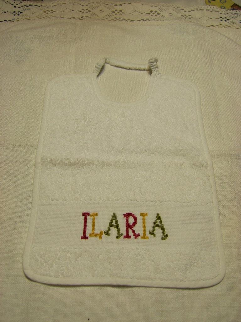 """Bavaglino ricamato """"Ilaria"""""""