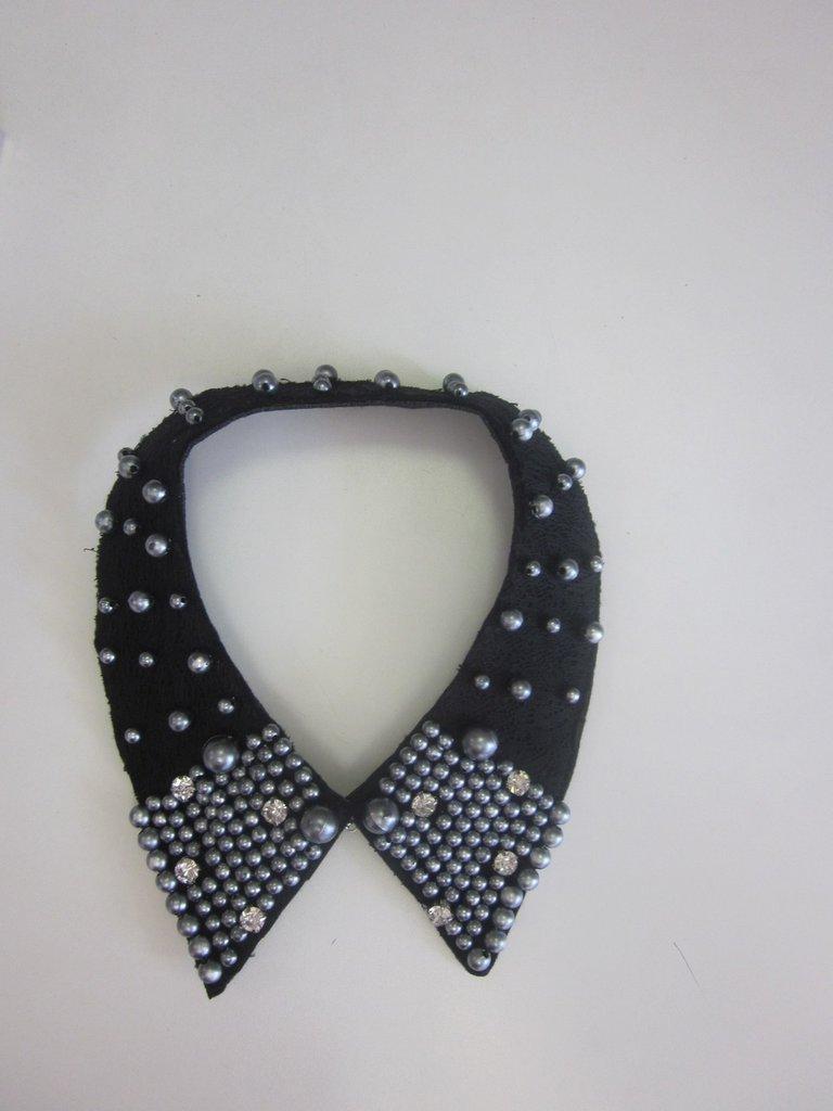 Colletto nero  elegante con perline