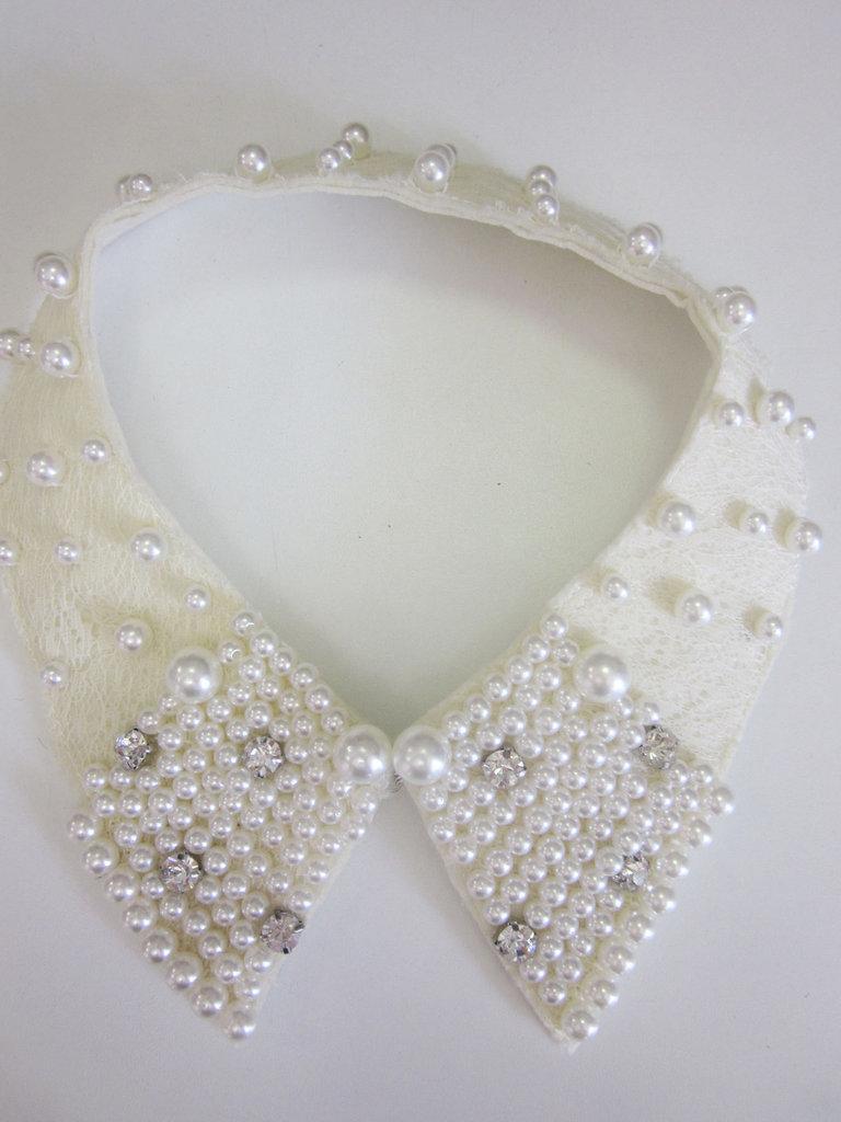 Colletto elegante con perline