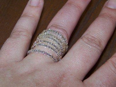 SALDI SALDI SALDI - Anello fatto a mano, con piccole perline trasparenti e base di fil di ferro - PREZZO RIBASSATO!!!!!