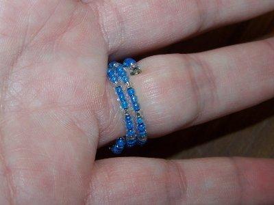 SALDI SALDI SALDI - Anello home made, con piccole perline azzurre e base di fil di ferro - PREZZO RIBASSATO!!!!!