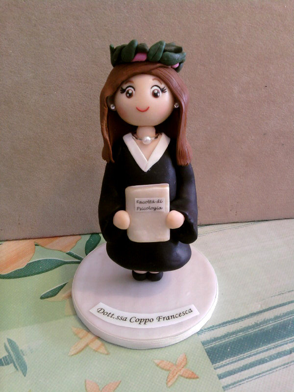 Statuetta/Cake topper con laureata fimo