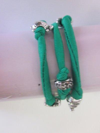 Bracciale verde con charms