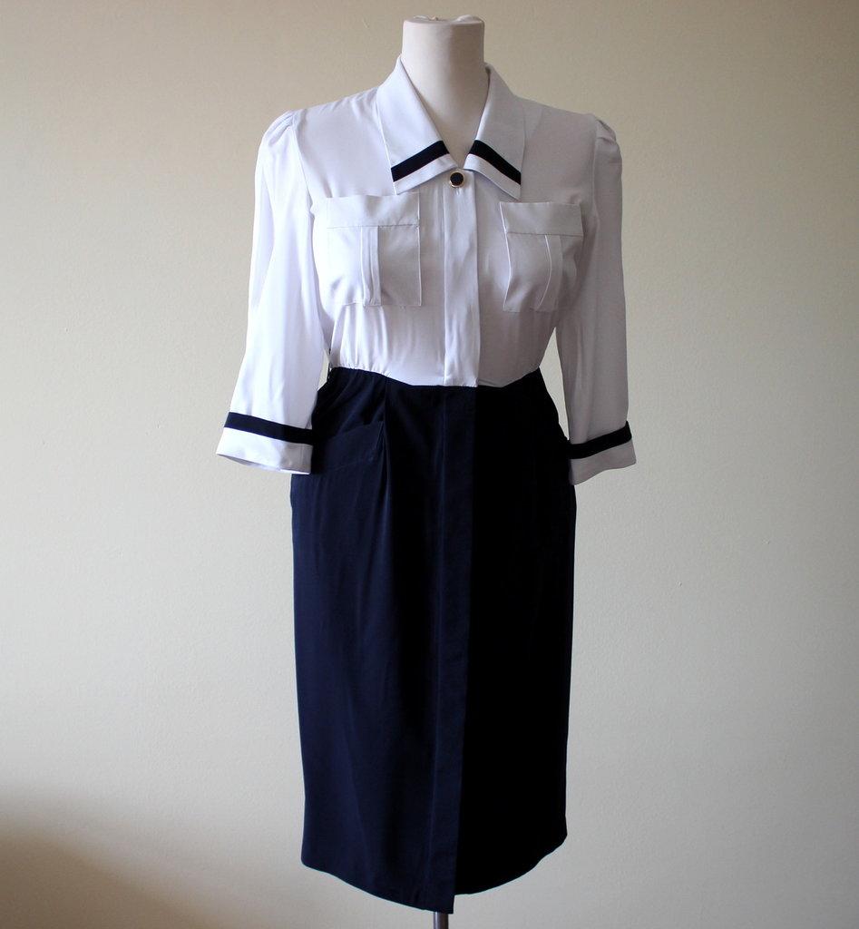 Elegant white and dark blue 1980s summery vintage polyester secretary dress.