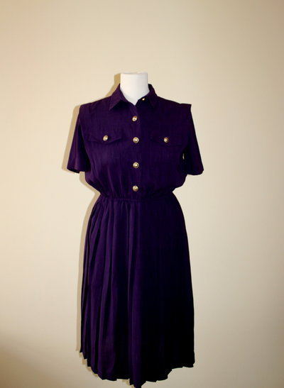 Purple 1980's vintage secretary polyester dress with beautiful golden buttons,Made by Leslie Fay Dresses Petite, Made in El Salvador