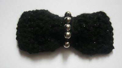 Le Spille Artigianali/Black crochet bow pin