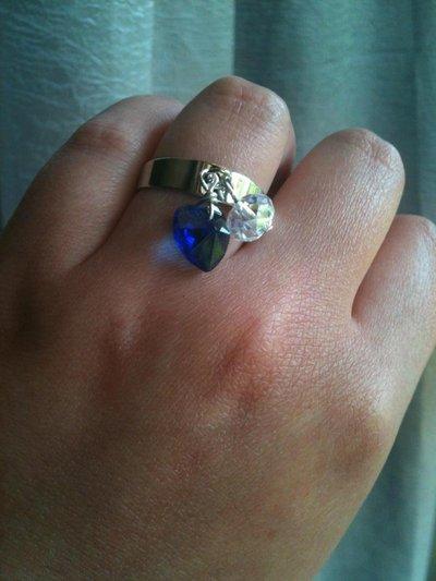 anello con cuore blu e mezzo cristallo