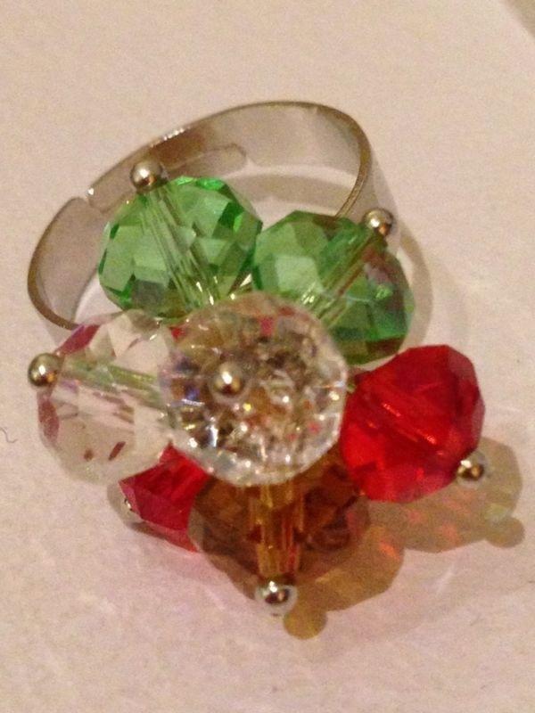 Anello con mezzi cristallo crystal, verde, giallo fumo e rosso.