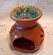 Diffusore di essenza in ceramica .Realizzato a mano.Maiolica/terracotta invetriata