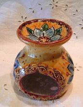 Diffusore di essenza in ceramica .Realizzato a mano.Maiolica