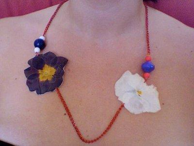 collane realizzate con fiori veri