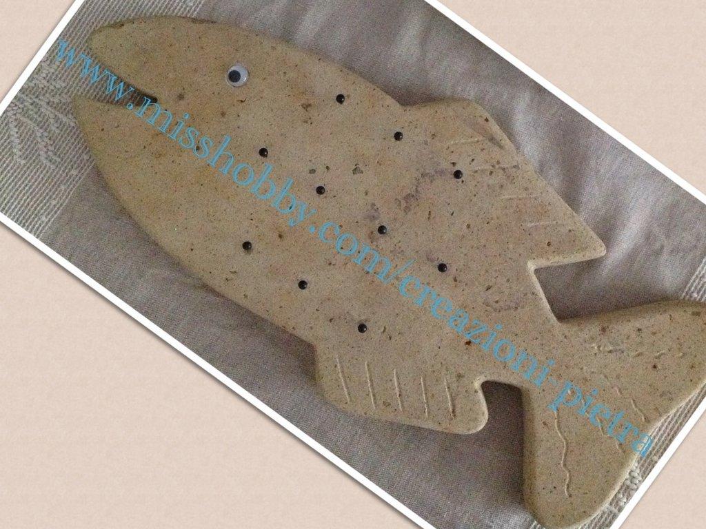 Pesciolone in pietra con appendini