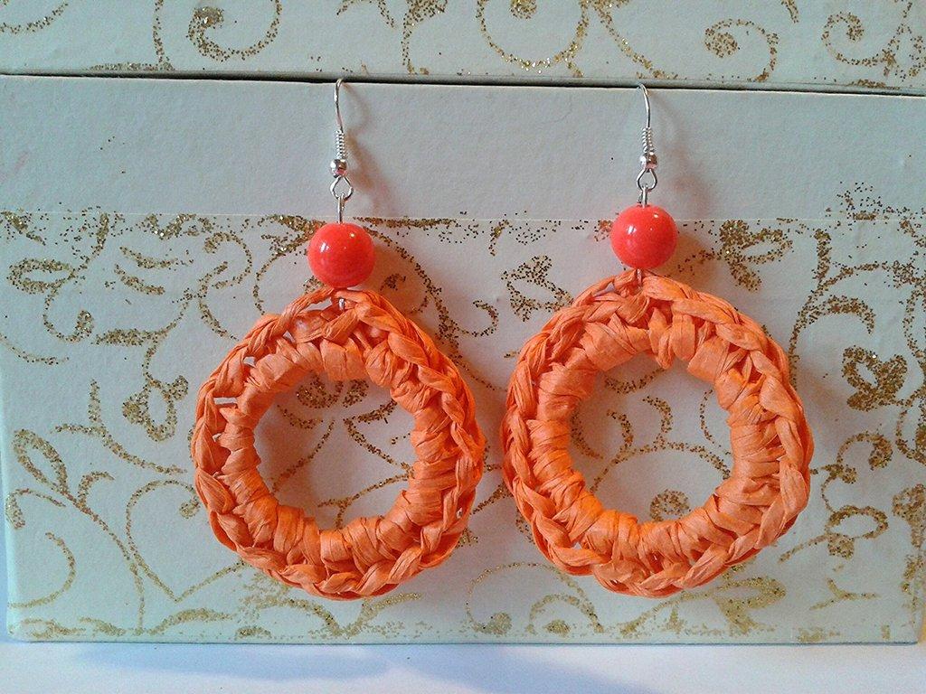 Orecchini pendenti a cerchio in rafia arancione
