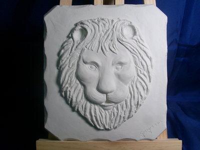bassorilievo testa leone in gesso