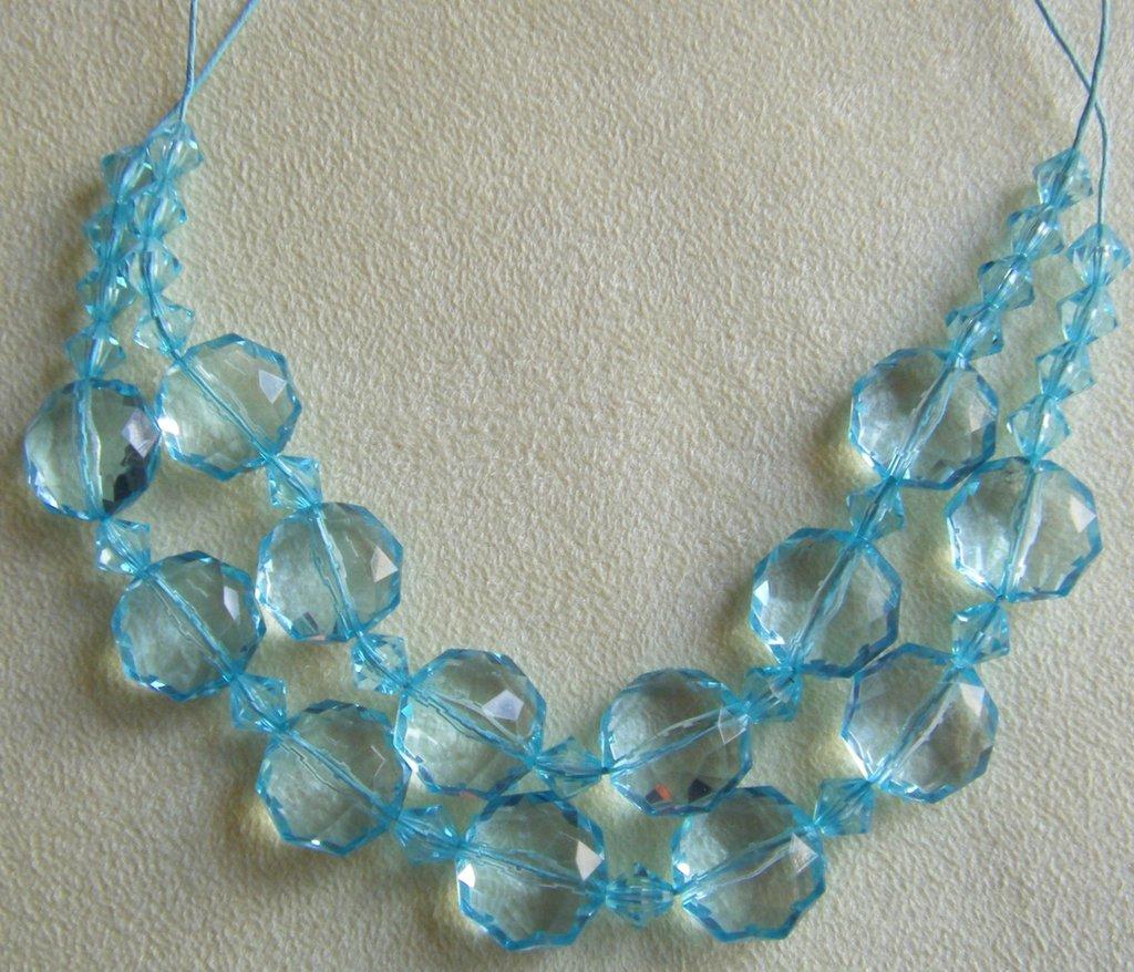 collana girocollo a 2 giri con perline in plastica colore azzurro