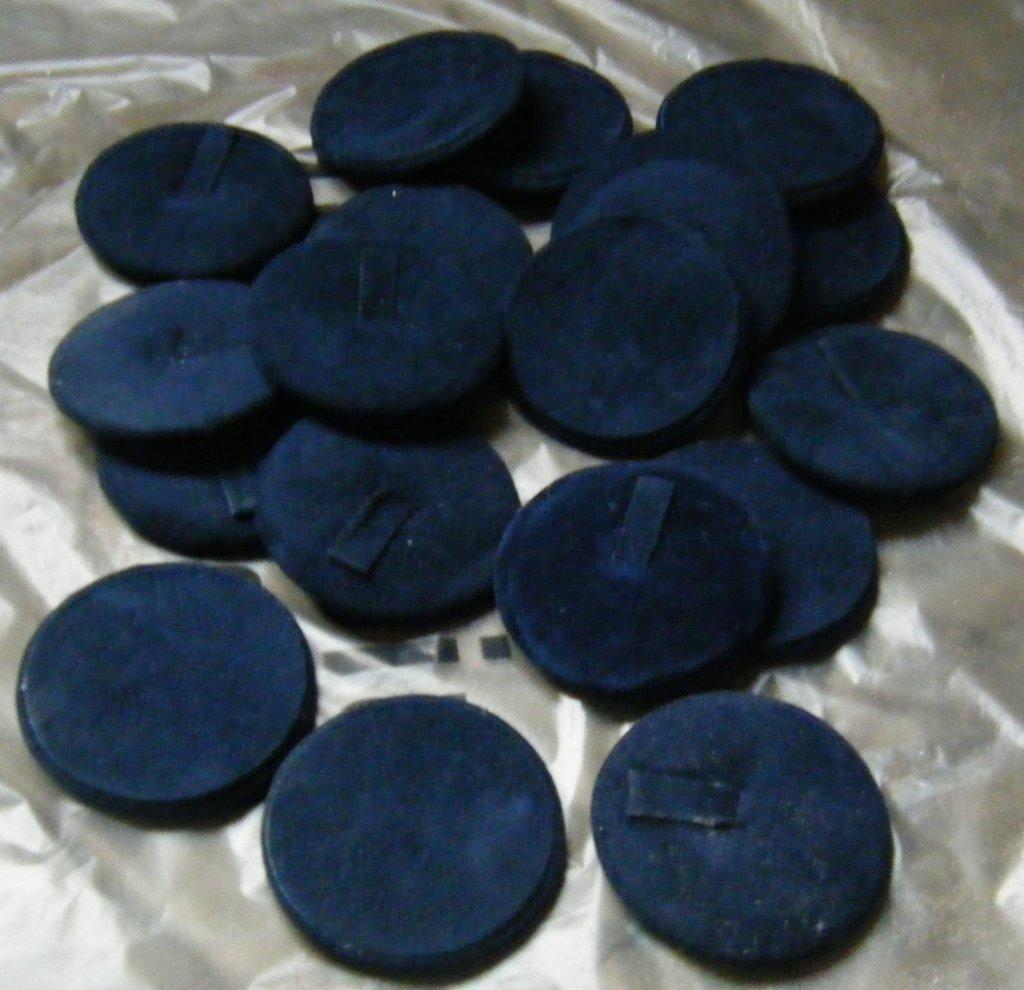 espositori per anelli in velluto colore blu