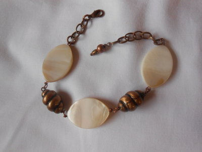 bracciale in rame con madreperle