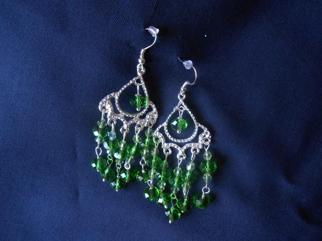 orecchini con svaroski verdi.