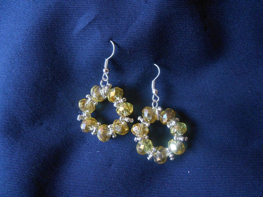 orecchini  pendenti rotondi fatti a mano   con cristalli  gialli,idea regalo.
