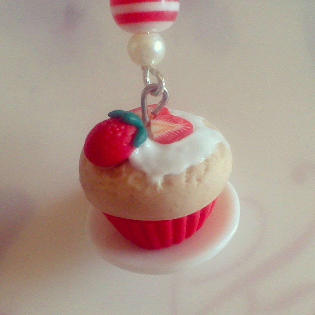 "Collana con charms in fimo - ""Strawberry Cupcake"""