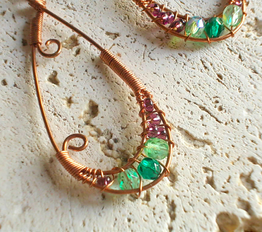 Orecchini rame e perle colorate