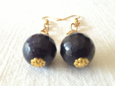 orecchini con pietre dure. pietra di luna