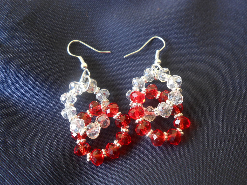 orecchini con  swaroski bianchi e rossi
