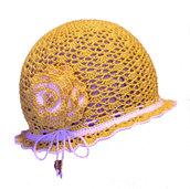 Cappellino solare con la rosa