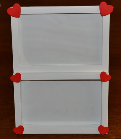 cornice doppia bianca con cuori in legno