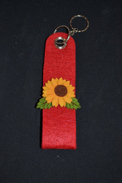 portachiavi in feltro rosso con girasole