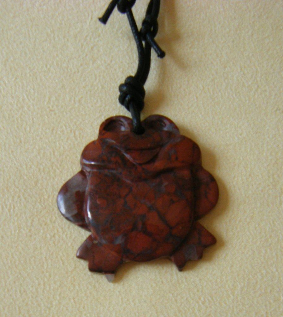 collana con ciondolo in pietra dura e cordino nero  a doppio nodo