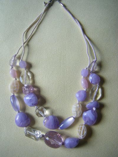 collana a 2 giri con cordini e perle in plastica
