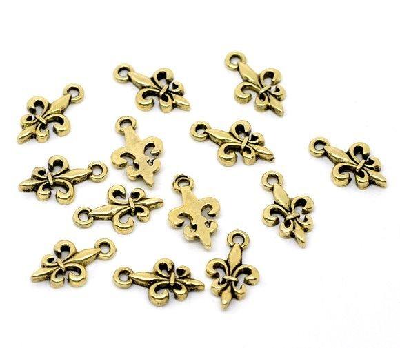 5 charms giglio dorato 17x10 mm scontato